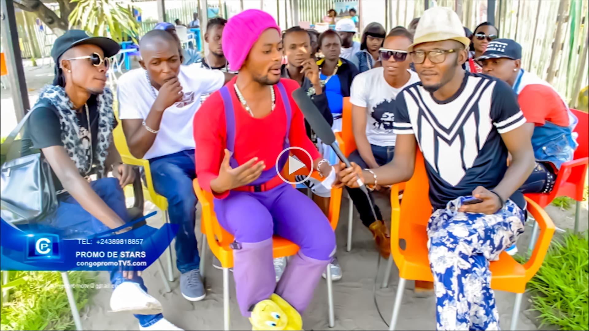 L'artiste comédien Papa Alague imite sai-sai Esobe vue de loin et démontre la danse yamado new version copy